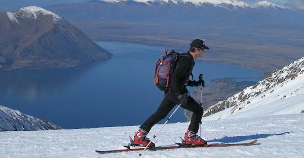 Скитур на фоне норвежских фьордов